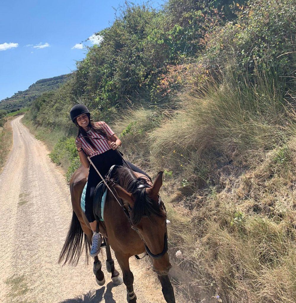 passeig a cavall a prop de barcelona